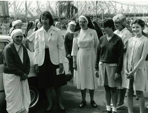 1981 - Mother Theresa of Calcutta visits All Hallows' School in Brisbane, with Sister Anne O'Farrell Principal, School Captain Julia Vandeleur and Vice-Captain Nichola Atkinson