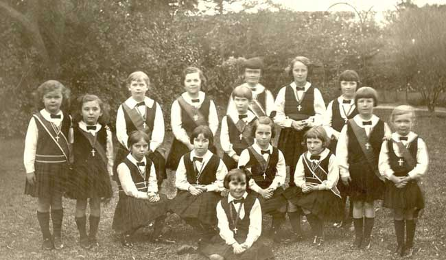 Students at Our Lady of Sion, York Street Sale in the early 1900s