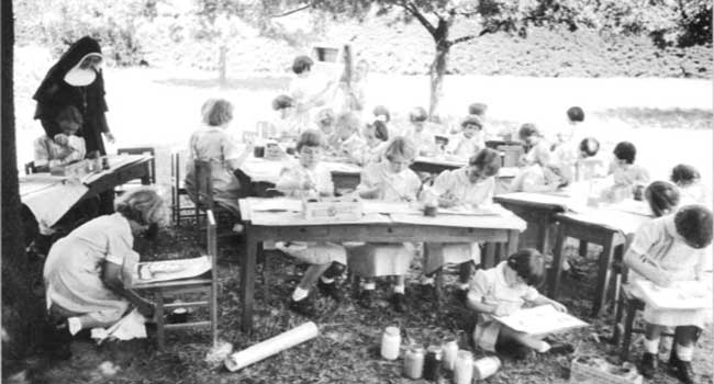 Students enjoy an outdoor art class at Our Lady of Sion secondary school, Box Hill Melbourne in 1935