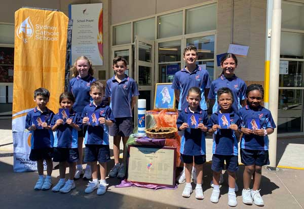 Students with their prayer cards at Holy Spirit Catholic Primary, Carnes Hill.