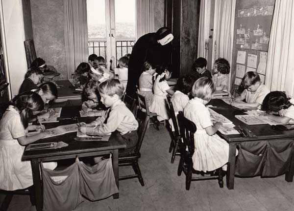 Rose Bay School of the Sacred Heart junior school (Barat-Burn) drawing class in the 1950s