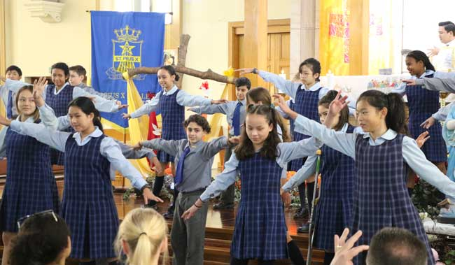 St Pius X College, Mercy Catholic College and Our Lady of Dolours Catholic Primary School at Chatswood Parish held a 200 years Mass
