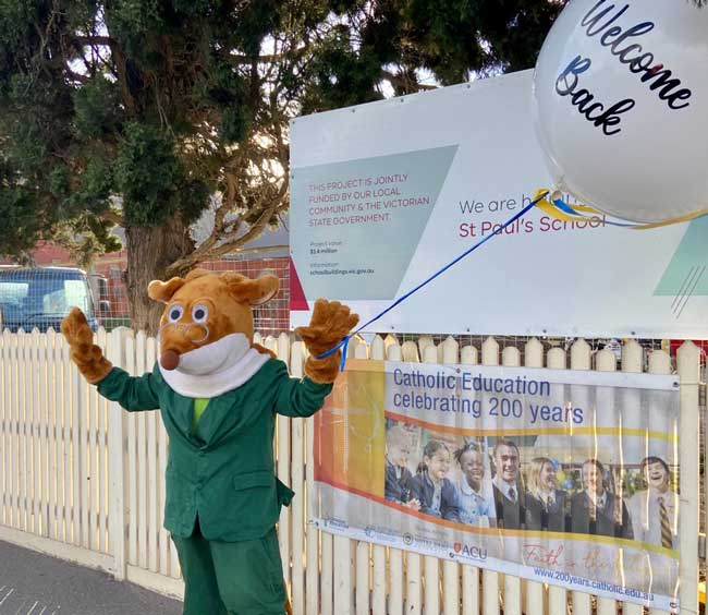 Students are welcomed back to school after remote learning July 2021 St Paul's Primary Coburg Archdiocese of Melbourne